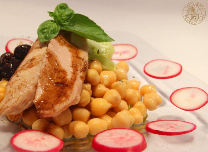 Ensalada de legumbres y ventresca Mediterránea, fresca para el verano