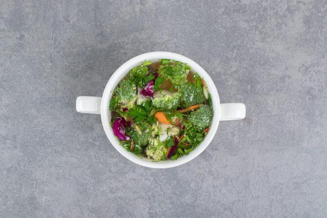 Sopa exótica de verduras con poderes curativos